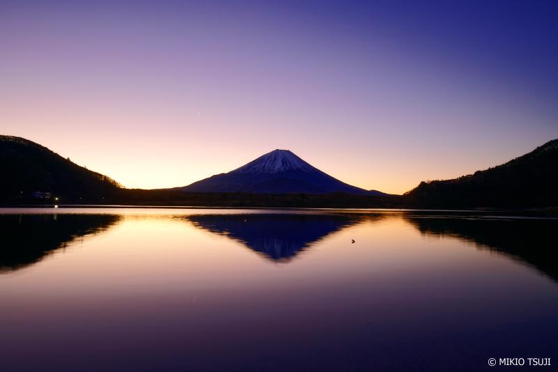 絶景探しの旅 - 0848 精進湖の夜明け (山梨県 富士河口湖町)