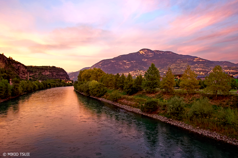 絶景探しの旅 - 0849 赤く染まるアディジェ川 (イタリア トレント)