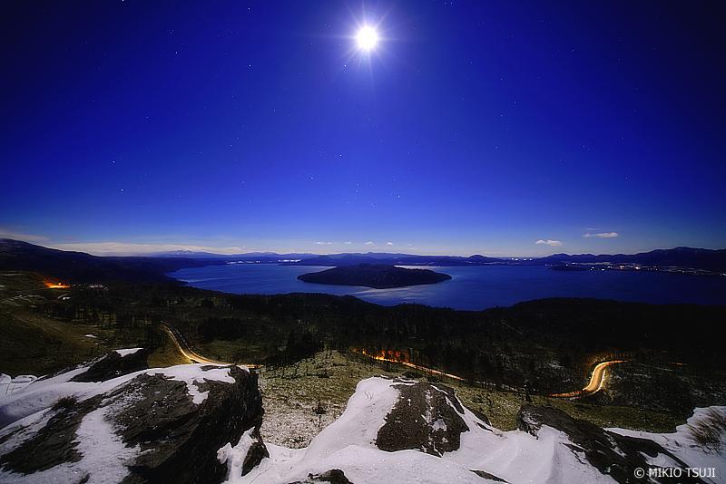 絶景探しの旅 - 0855 満月に照らされる屈斜路湖 (北海道 弟子屈町)