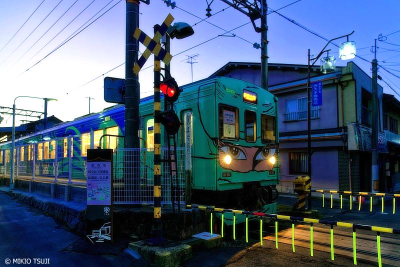 絶景探しの旅 - 0862 クールな目元キラリ!忍びの列車が行く (伊賀鉄道/三重県 伊賀市)