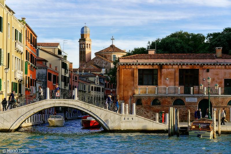 絶景探しの旅 - 0872 運河に架かる橋とサン・二コラ トレンティーノ教会 (イタリア ベネチア)